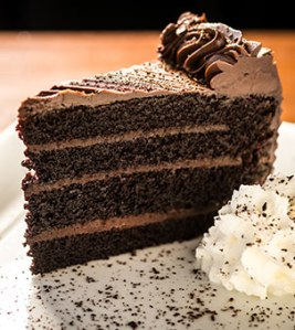 food-photos-tall-chocolate-cake